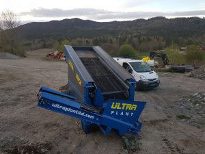 Mobile soil screen